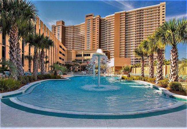 Stay In A Inium At Emerald Beach Resort If You Want To Spend Vacation Panama City Florida Luxurious Surroundings